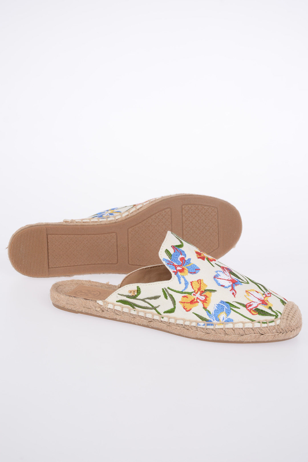 b3b80e85918f2 Tory Burch Embroidered Canvas Slippers women - Glamood Outlet