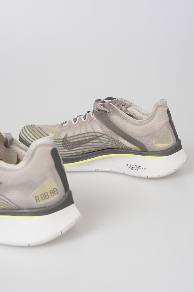 474a2782e5668 Nike Fabric ZOOM FLY SP Sneakers men - Glamood Outlet