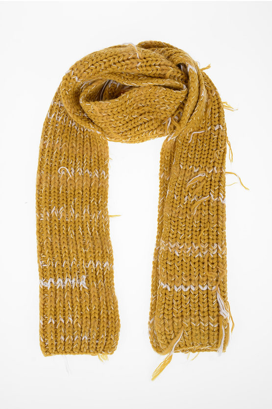 MM10 Knitted Scarf